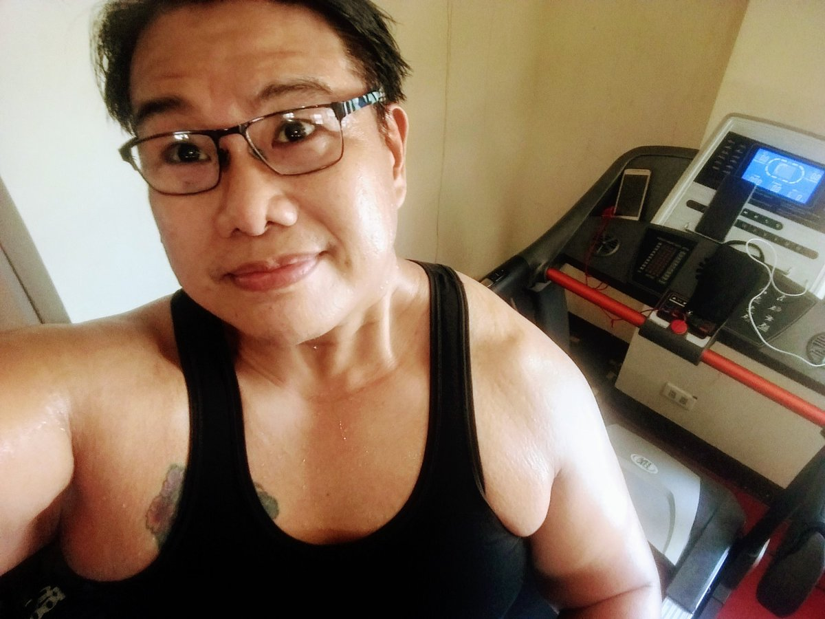 #smile #selfie #zumba #noexcuses #exercise #workout #HealthyAtHome #fitness #gymtime #weighttraining #weightloss#beastmode #friends  #coronavirus #virtualclass #love #lakers #lakeshow #goodvibes #SocialDistancing #Quarantine #WeHealAsOne #FlattenTheCurve #zumbezties https://t.co/dQr1e2yh3f