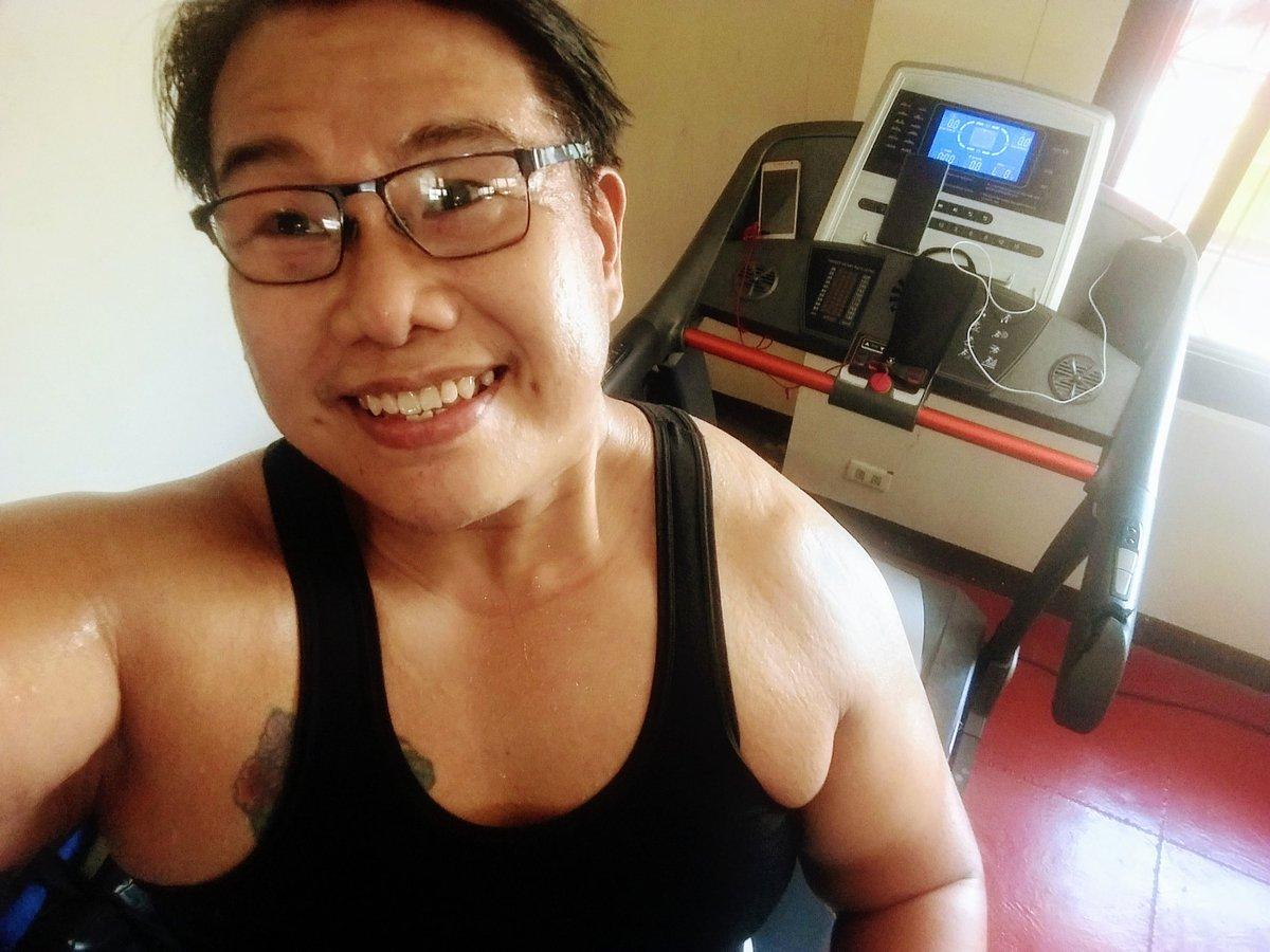 #smile #selfie #zumba #noexcuses #exercise #workout #HealthyAtHome #fitness #gymtime #weighttraining #weightloss#beastmode #friends  #coronavirus #virtualclass #love #lakers #lakeshow #goodvibes #SocialDistancing #Quarantine #WeHealAsOne #FlattenTheCurve #zumbezties https://t.co/tzj2UZsK5p