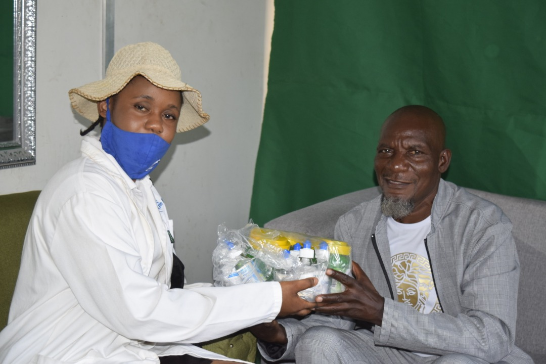 Our products comes with a quality & safe to use seal and we are are a part of every household. We were also happy to present an #EzeeKleen combo to Madzibaba Zakaria. We are also supporting the launch of his #Zadziso album @Mavhure @SunguraCentral @alickmacheso3 @HMetroCeleb_