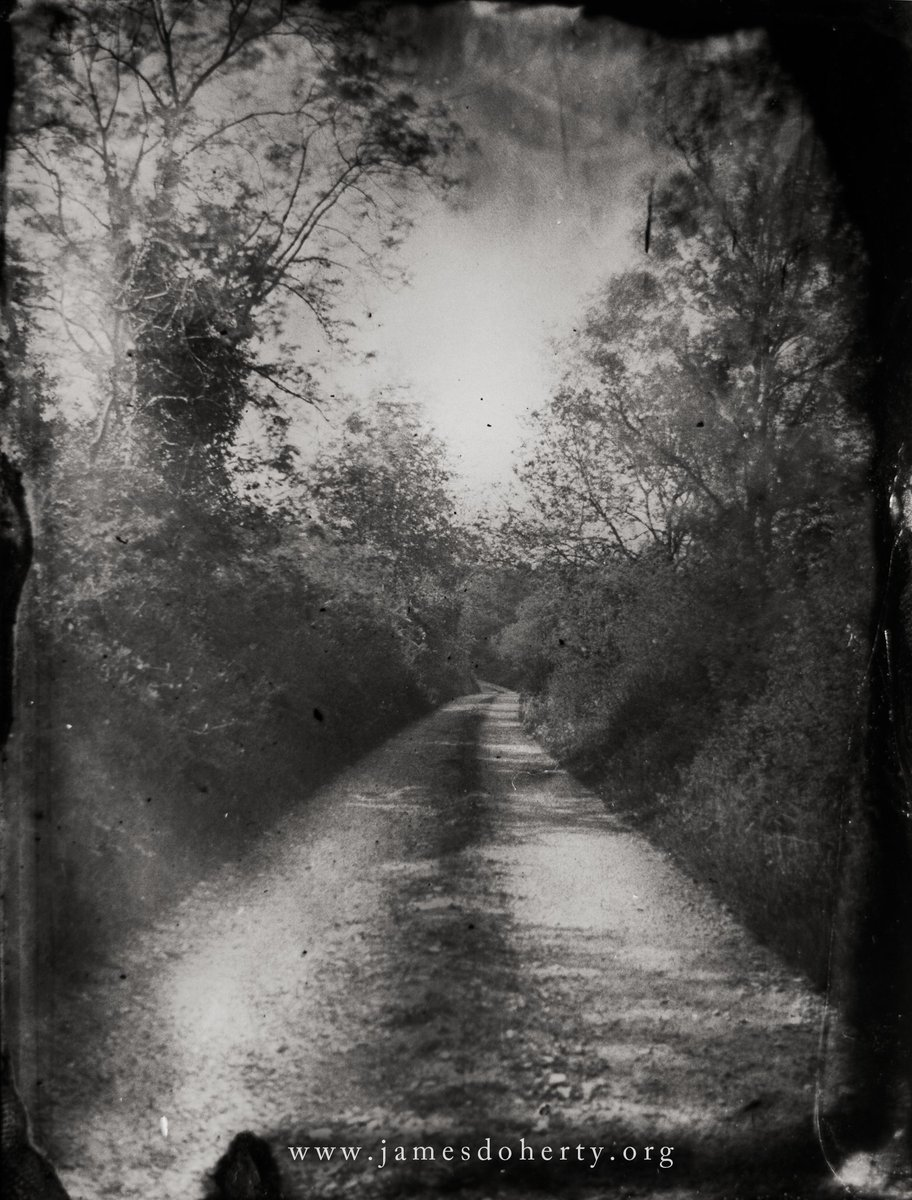A tintype I made on a back road in Donegal earlier this year. Love the wet plate process, can't wait to make more.   #donegal #inishowen #eastdonegal #photography #alternativeprocess #wetplate #tintype #irishartist #irishartists #handmade #handmadeinireland #wetplatecollodion https://t.co/fvjJG7ypJP