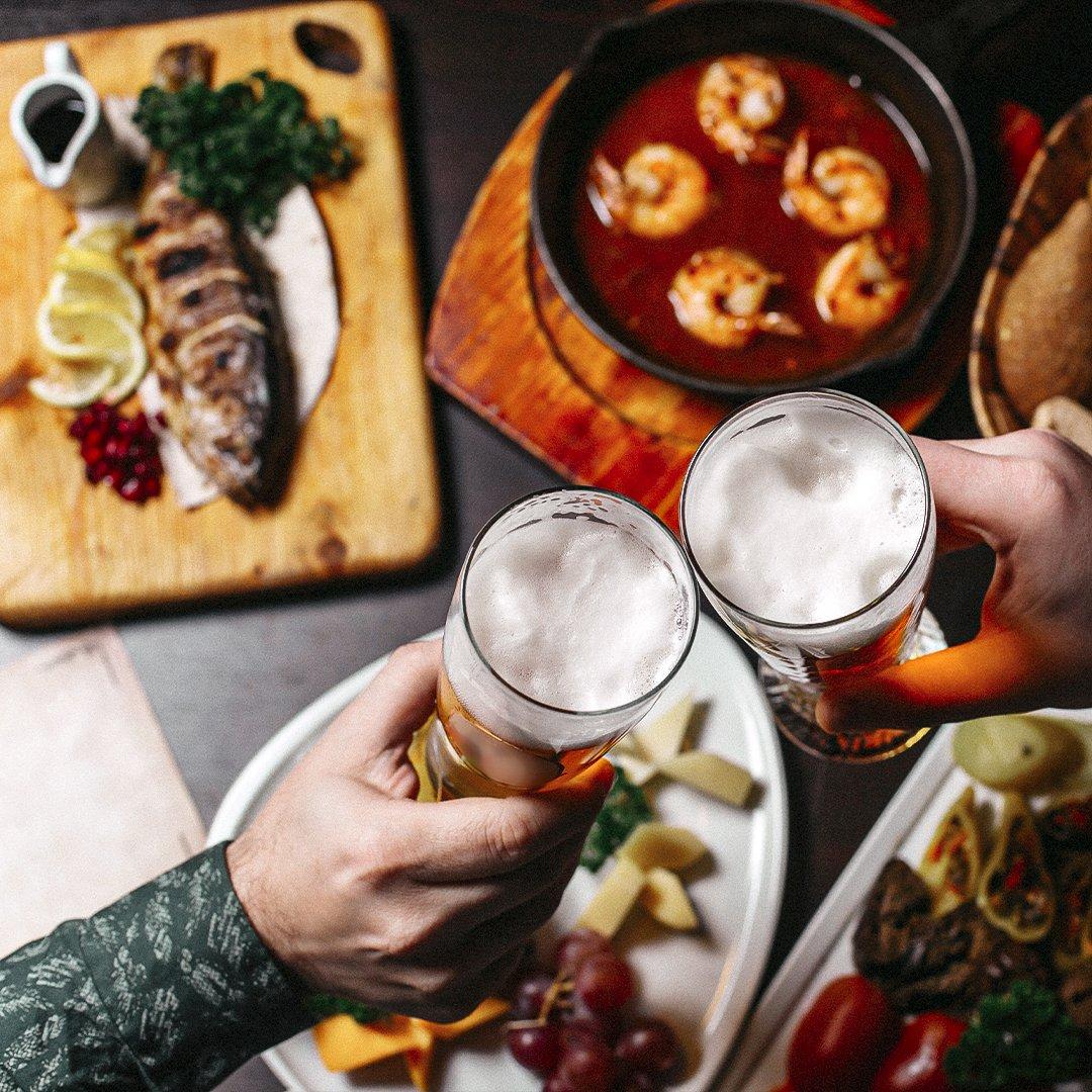 Unas gambas al ajillo, pescado al horno con patatas, queso, verduritas, una cervecita... 🙊  ¡Queremos que sigas brindando y disfrutando de comer bien! 🦐 ❤️ 🌱 🧀  #fish #cheers #gambas #beer #shoplocal #local #pescado #food #covid #pescadissimo #wholesaler #marisco https://t.co/xUhfewThGn