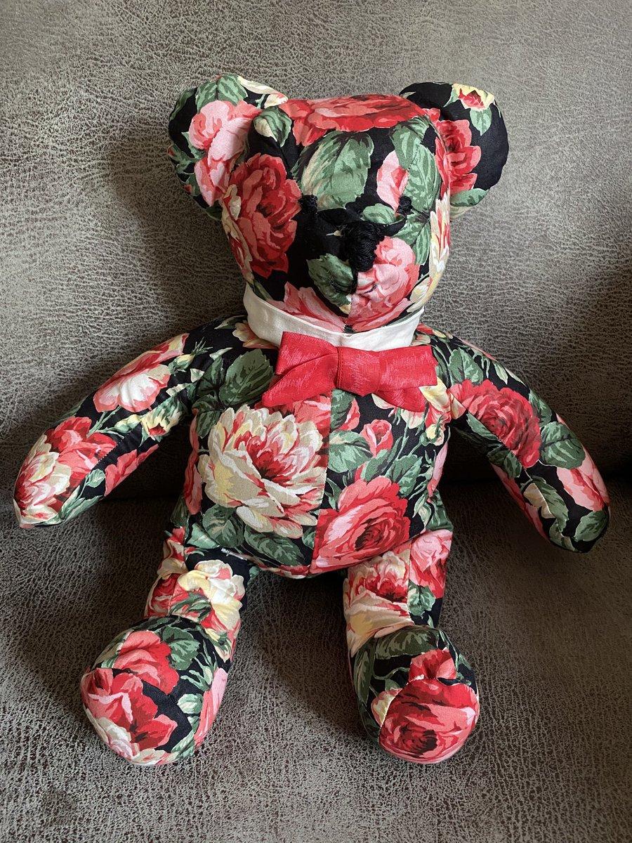#Handgemaakte #Teddy #Beer #Handmade #Rose-covered Teddy Bear #Pandemie #Berenjacht #kinderen #Kids #Woonaccessoires #knuffels #facemasks #handgemaakte #mondkapjes https://t.co/VzIDfz3tHA
