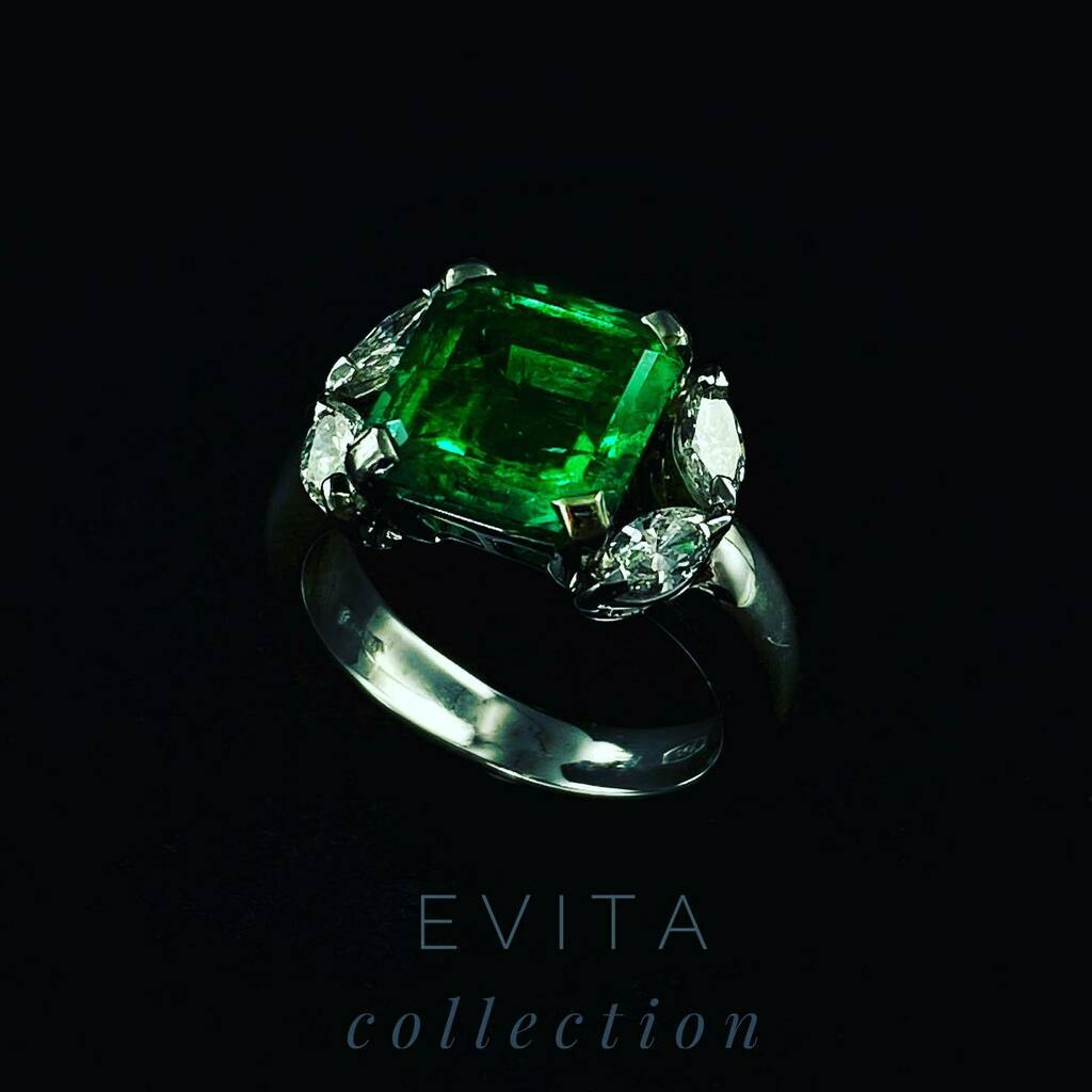 In the simple setting this splendid Colombian emerald ,comes to life.. #highjewelry #parma #emeraldring #handmade #madeinitaly  #jewelry  #jewelrydesign #solazzigioielli #diamond #finejewelry #parma https://t.co/VntEk0cMaE https://t.co/FzFG3lam9m
