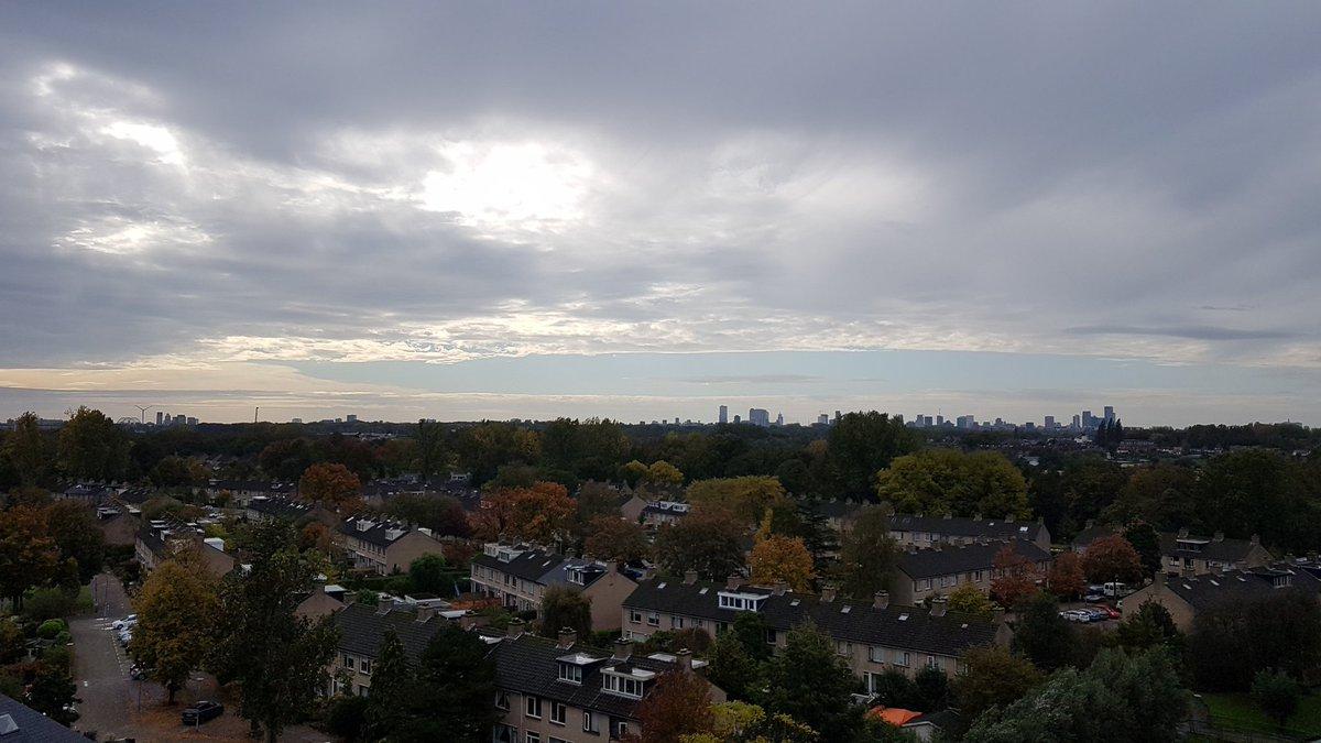 Hoe is jouw uitzicht? De hemel trekt lekker open! Kom maar op zonnetje #herfst #landscape #Rotterdam https://t.co/JSKT2EKAbP