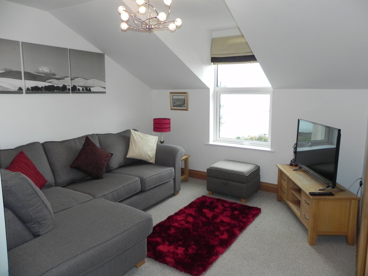 ⚓2 bedroom, 2 bathroom Penthouse Apartment, overlooking Bangor Marina and Pickie Park available🚢 Minimum 2 night stay.   #PENTHOUSE MARINA APARTMENT Email: info@shellevenhouse.com https://t.co/OWFMLKUWN4