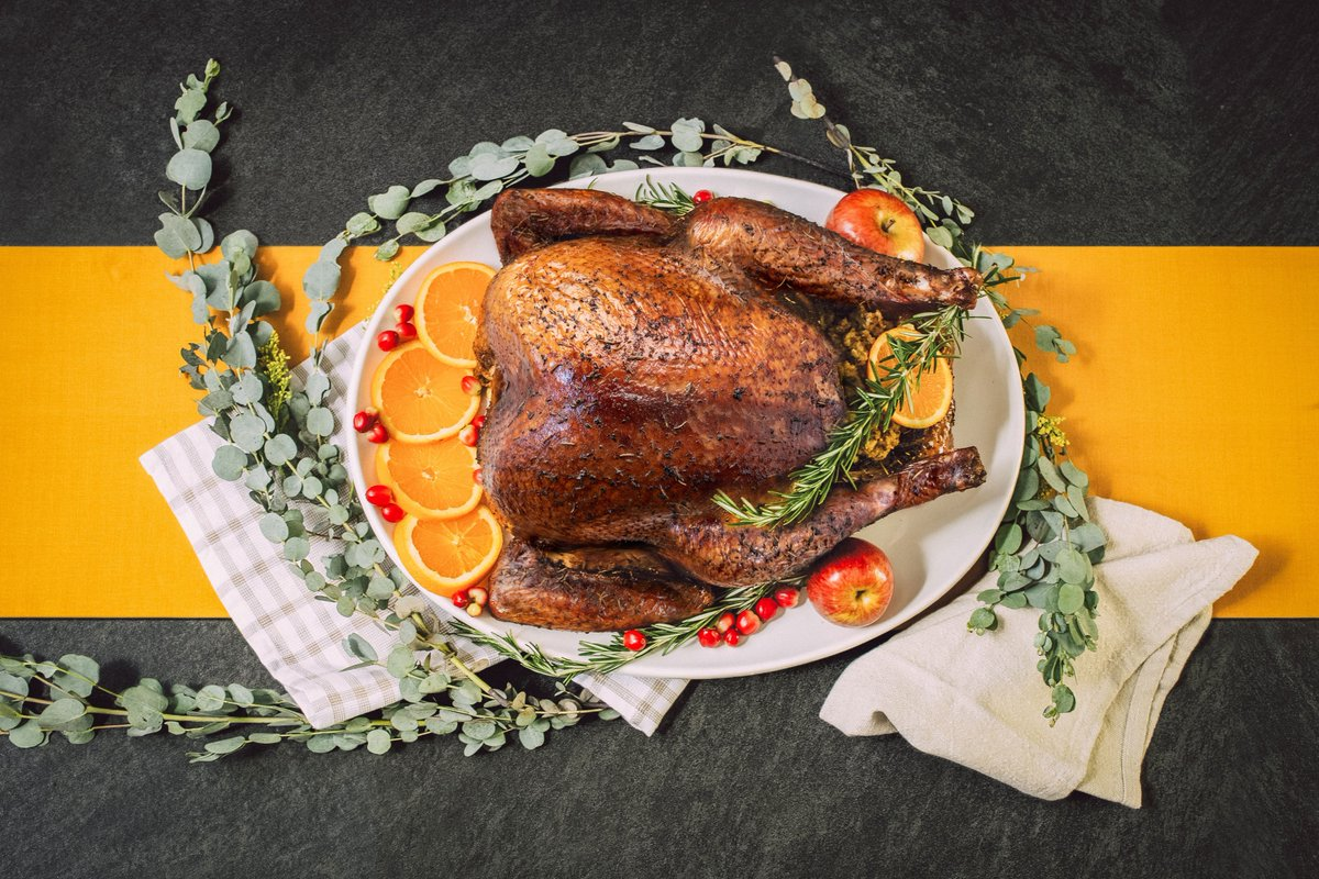 The perfect gift for your team members or co-workers this year is a 4 Rivers Whole Smoked Turkey! Contact us online to place a delivery order for your office or to talk about customizable corporate gifting packages with our catering experts today. https://t.co/BCliKjjKAY