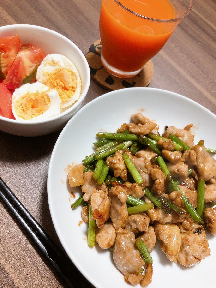 鶏肉とニンニクの芽のオイスター炒め今日はニンニクの芽を使って一品!ニンニクの風味とオイスターソースが合っててめっちゃ美味しかった😆カシューナッツとかも加えるとより中華になって美味しいかも👌#おうちごはん #料理好きな人と繋がりたい #料理 #自炊