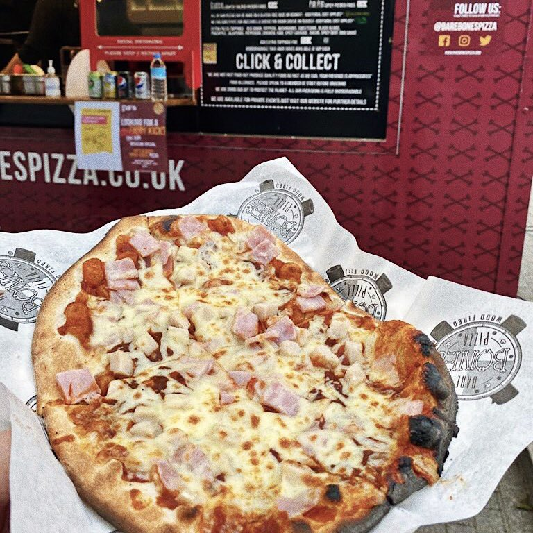 Happy Wednesday! 👋  Feeling the cold today? Head over to @warwickuni and warm up with a slice of our wood-fired pizza. 🍕😍  And for a fiery kick, we're now serving up our @Pipshotsauce special, the Bloody Mary Pizza, only £9! 🤤🍕 https://t.co/IUTi7jZuur