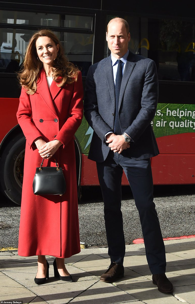 #KateMiddleton, 38, appeared effortlessly elegant today as she was joined by #PrinceWilliam, 38, to launch her lockdown photography exhibition by meeting one of subjects https://t.co/Yl1vdBGxja