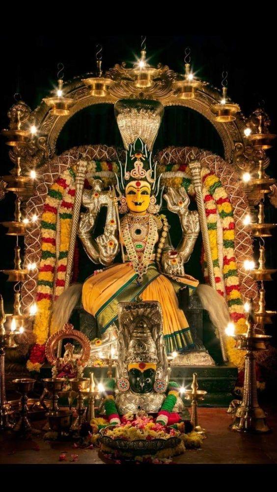 Photo Credit: Nalayni 121 from Pinterest ( https://t.co/hQDsmhK7Ek ) May Goddess Durga bless all of us. #namastegod #lakshmidevi #chamundeshwari #durga #banashankaridevi #shakti #chandi #durgamaa #goddessdurga #goddesslakshmi https://t.co/gQuc6xp3gY