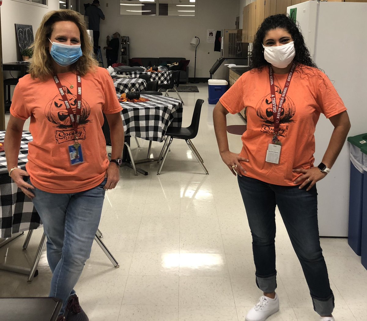 United against drugs...and twinning! @MsKanerAMS @Austin_Broncos #amspower #broncostrong #bettertogther https://t.co/tVWx5Px2eW