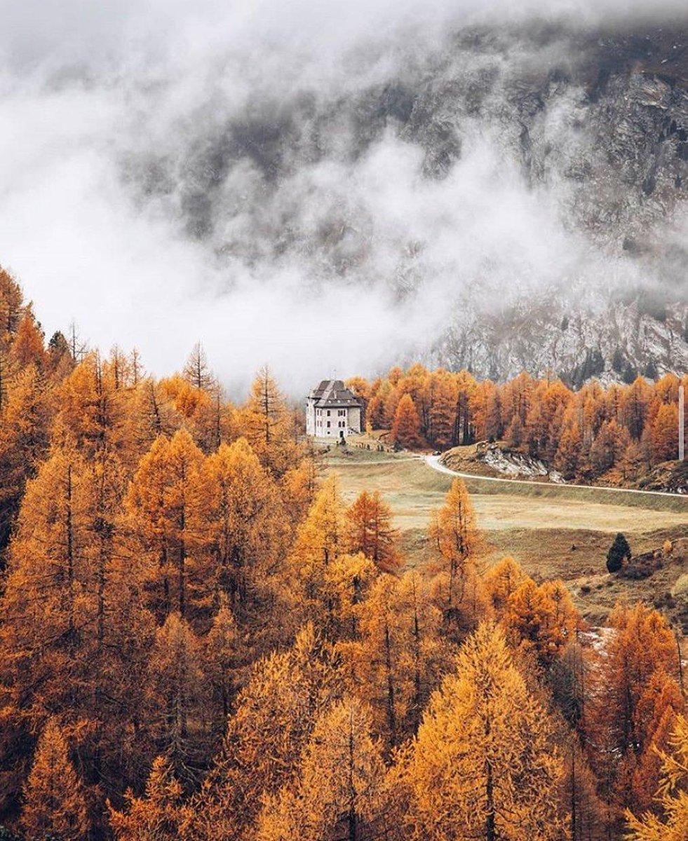 Escape to the mountains and Kempinski Grand Hotel des Bains St Moritz. #Kempinski #KEMPINSKIDISCOVERY #DiscoveryLoyalty https://t.co/9tsjYLVMUa