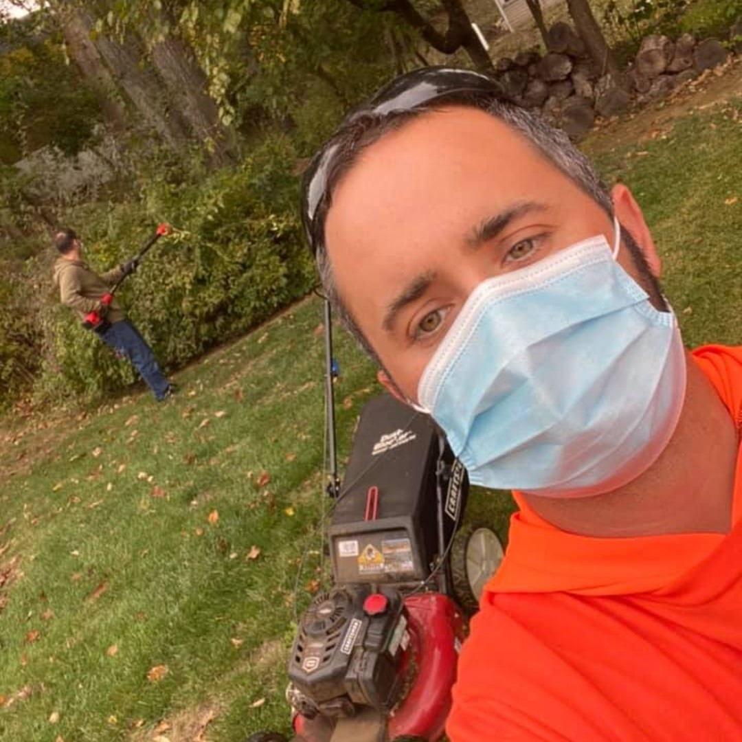 @ABC57News in IN is running @CNN article on site. A New Jersey man was laid off due to the pandemic. Now he's mowing lawns for senior citizens and veterans at no charge Contact https://t.co/wMzCOPlQzx #seniors, #veterans & #disabled  #MOWments #MOWtivated  https://t.co/e4kwOM2JV2 https://t.co/6FbdEpfulv
