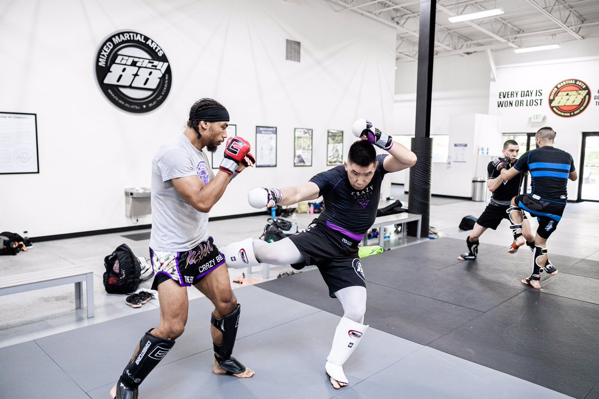 """""""It's a job. Grass grows, Birds fly, Waves pound the sand. I beat people up."""" -Muhammad Ali  #sparring #fightteam #boxing #muaythai #bjj #martialarts #jiujitsu #kickboxing #mixedmartialarts #mma #mmafighter #fitness #motivation #lifestyle #fight #fighting #투혼 #격투기 #파이팅 https://t.co/QVq6wHRvDn"""