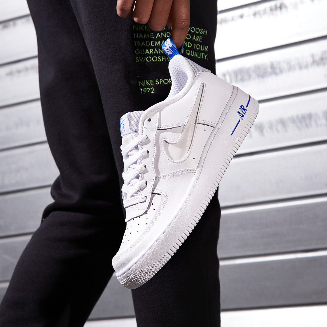 Gotta love some crisp white runners 👌  Cop these @Nike Air Force 1 for Juniors in the link 📲 https://t.co/0ojFrNdaVr  #JDIE #AF1 https://t.co/OIew6N4Ujb