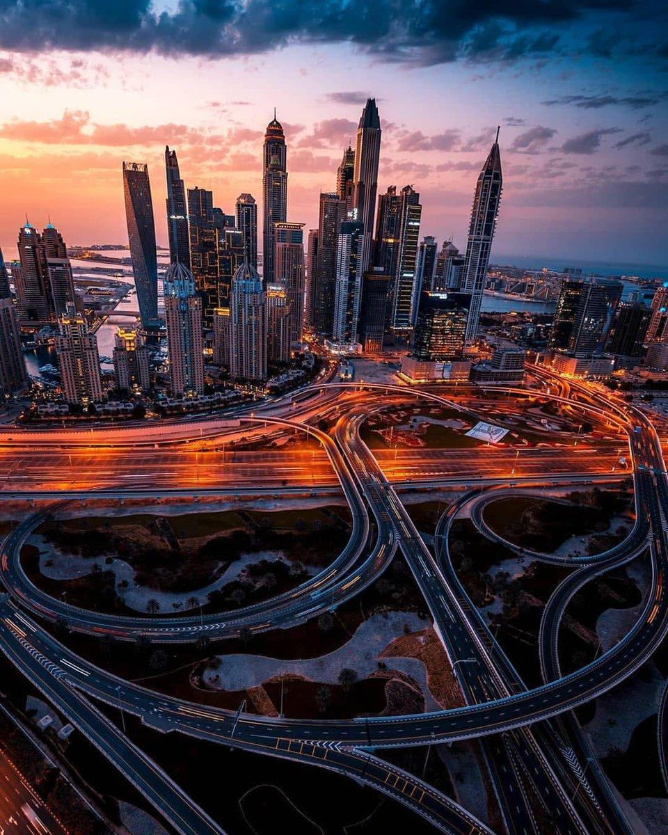 What a view. Photo by ig:r1se #Dubai #MyDubai #VisitDubai #PhotoOfTheDay #PicOfTheDay #InstaLike #City #Skyline #Skyscraper #Design #love #instagood #happy #travel #kind #patient #metropolis #travel #marina #KeysOfDubai https://t.co/fj5EDNXJBc