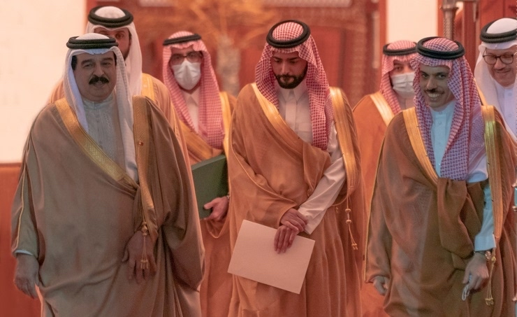 العاهل البحريني الملك حمد بن عيسى يستقبل وزير الخارجية السعودي الأمير فيصل بن فرحان، حيث استعرضا العلاقات بين #السعودية و #البحرين، والتعاون المشترك بين البلدين. https://t.co/j79pl9PhDA