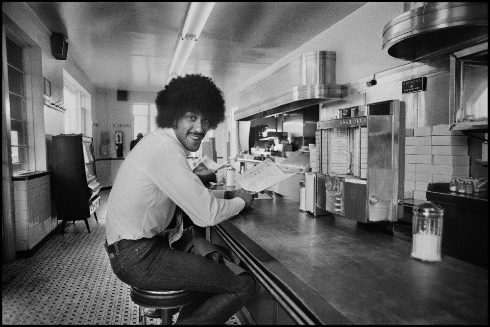 RT @YourWullie: Phil Lynott in a Diner in Philadelphia, 1978. Photo @Chalkperson https://t.co/pedgejvtQZ