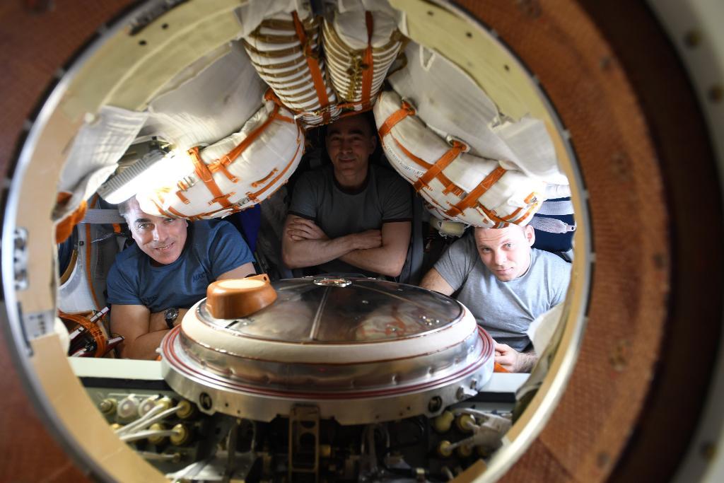 Today: the latest from #ToBennuAndBack, & 3 space travelers including @Astro_SEAL return home. All times ET: 3:30pm: Soyuz hatch closing at @Space_Station 5pm: @OSIRISREx news update 6:15pm: @OSIRISREx live Q&A 7pm: Soyuz undocks 9:30pm: Soyuz landing 🔗 nasa.gov/live