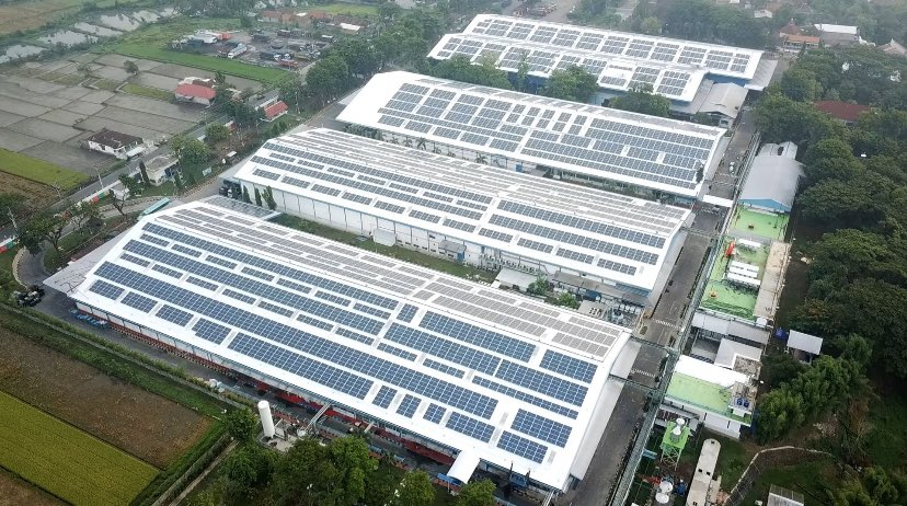 🇮🇩 ☀️ @Total installed the biggest #solar rooftop of central Java, Indonesia, on @Danone's Klaten factory. It will produce up to 4 GWh/y of #renewable electricity.  Our goal? Supporting our clients in their #sustainability goals.  Learn more 👉 https://t.co/LpPfxrFNpO https://t.co/anPhnheJui