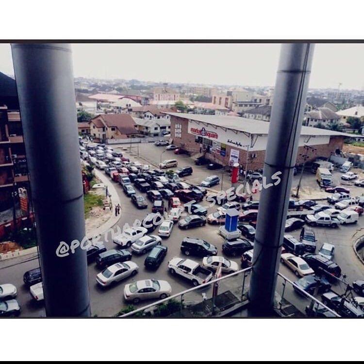 Somewhere in GRA...heavy traffic  _ #portharcourtspecials https://t.co/CKONe8yKDk