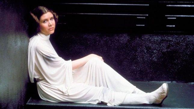 ¡Hoy cumpliría años la máxima #princesa que nos ha dejado la historia del cine! 🌌  Felicidades a la galaxia muy lejana en la que quiera que se encuentre #CarrieFisher, nuestra #princesaleia 💖💫   ¡Que la fuerza te acompañe siempre! ✨ https://t.co/SBFkpLO0o0