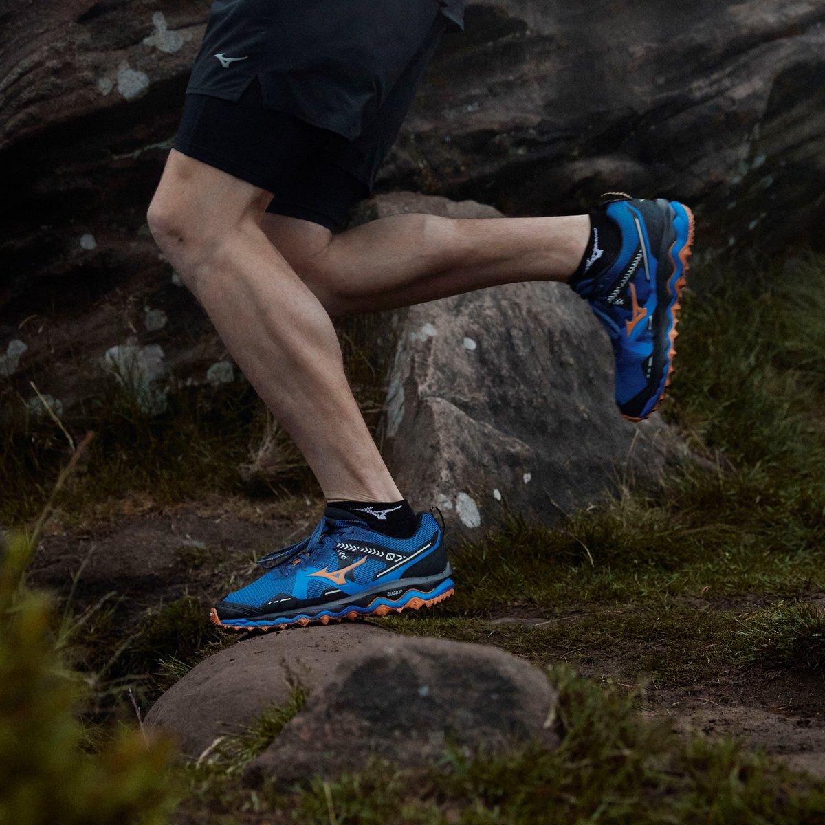 Redescubre el placer de correr por la naturaleza con la nueva Wave Mujin 7 ⛰🏃  Equipada con suela Michelin para garantizarte máxima seguridad y agarre incluso en los terrenos más difíciles.  ▶️ https://t.co/RSZgIcR9Ob  #Mizuno #TrailRunning #WaveMujin7 https://t.co/q0lF3iFIv8