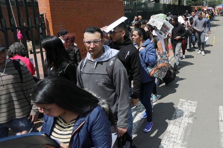 En Bogotá, por cada hombre que perdió su empleo durante la pandemia, tres mujeres perdieron el suyo https://t.co/7bAM8kPnXo #NM935 https://t.co/3CG2dJDWbc