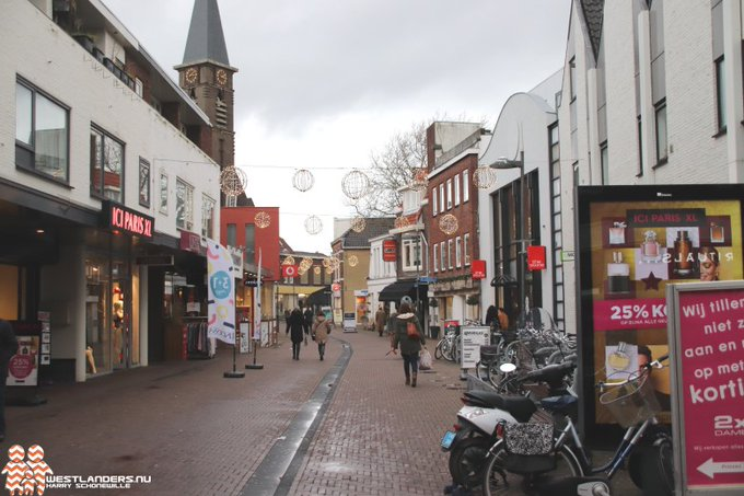 Overlast jongeren in centrum Naaldwijk aangepakt https://t.co/ZybSgKIExD https://t.co/PoFhNPLyHo