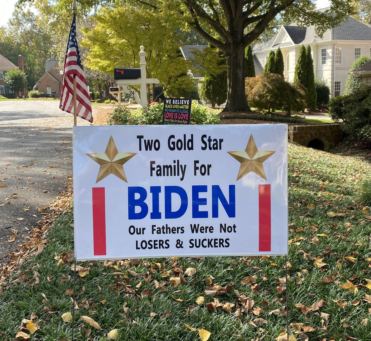 My neighbor made his own sign. 🇺🇸🇺🇸 @votevets