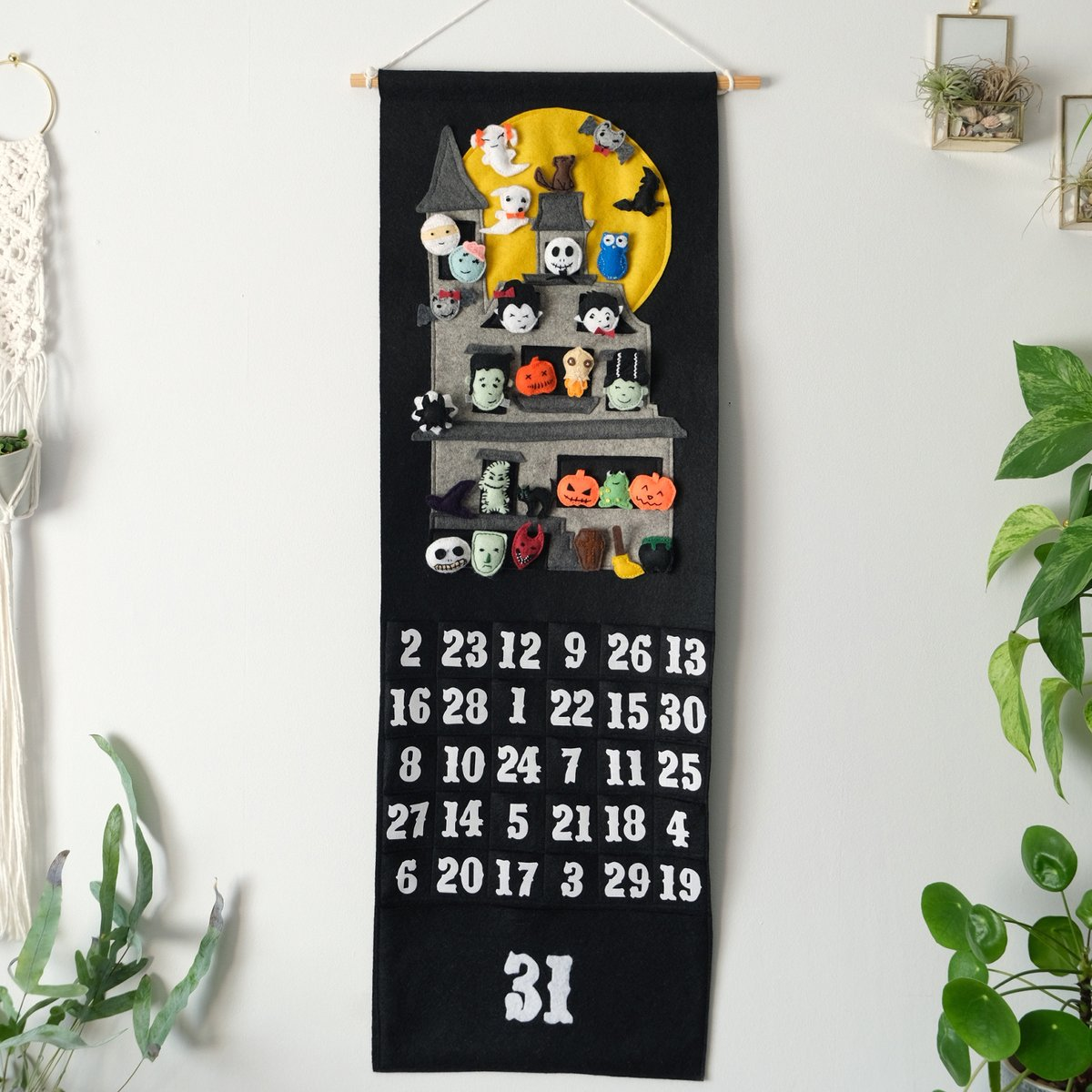 Check out this incredible countdown calendar by Natasha! The felt characters are even velcro-backed, so they can be rearranged to create fun Halloween scenes.   Enter our October Make of the Month Competition:  https://t.co/RjwMFtf4zF  #OctMotm20 #Competition #Hobbycraft https://t.co/UA6iugnumC