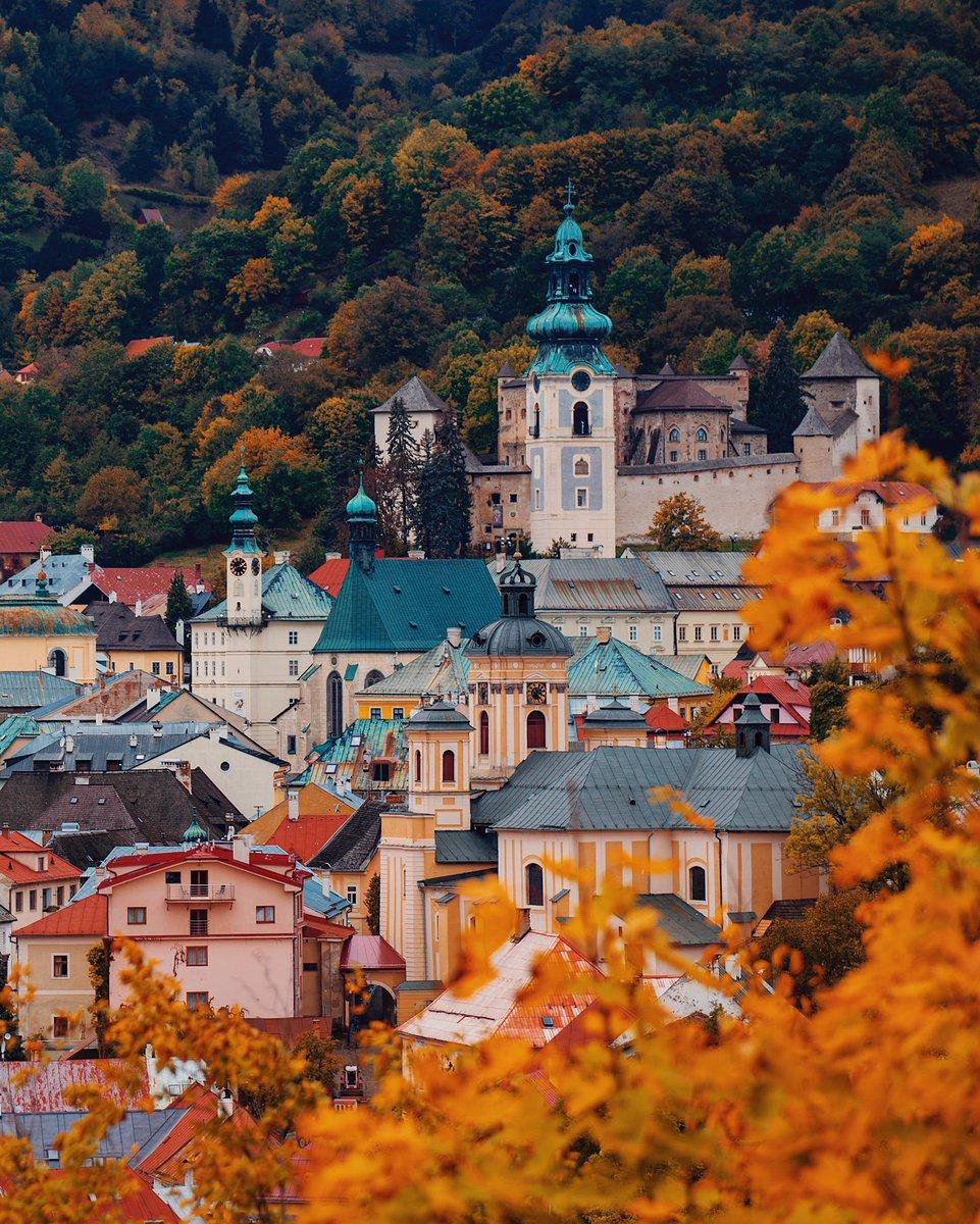 Banská Štiavnica - one of the most beautiful towns in #Europe 🍂🍁 #ThisIsSkovakia  Photos by @zelenak_marek  #slovakia #slovensko #travel #BanskaStiavnica #autumnvibes #city #Autumn #traveltips https://t.co/Ed6cGZ5xmh