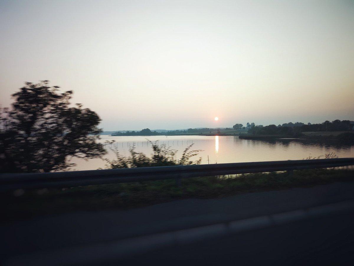 Se potessi rivivere la mia vita, nella prossima correrei più rischi, farei più viaggi, guarderei più tramonti 🎥🎬🎵 #tramonto #autostrada #mare #viaggiare #videomaker #fotografo #sunset #italy #italia #sky #naturelovers #photo #milano #MusicVideo  https://t.co/CWcmrHbUie https://t.co/63eUfUO3A1