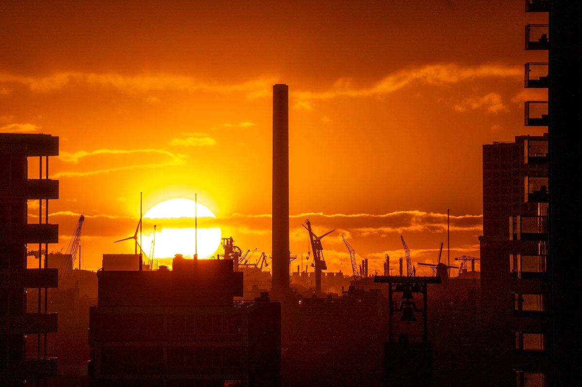 Rotterdam sunset #rotterdam #010 #sunset #skyline #photography #citylife https://t.co/Bmp70BOMlP