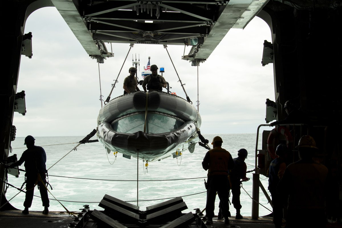 @USNavy sailors aboard #USSGabrielleGiffords prepare to launch a rigid-hulled inflatable boat for small boat operations in the eastern Pacific.