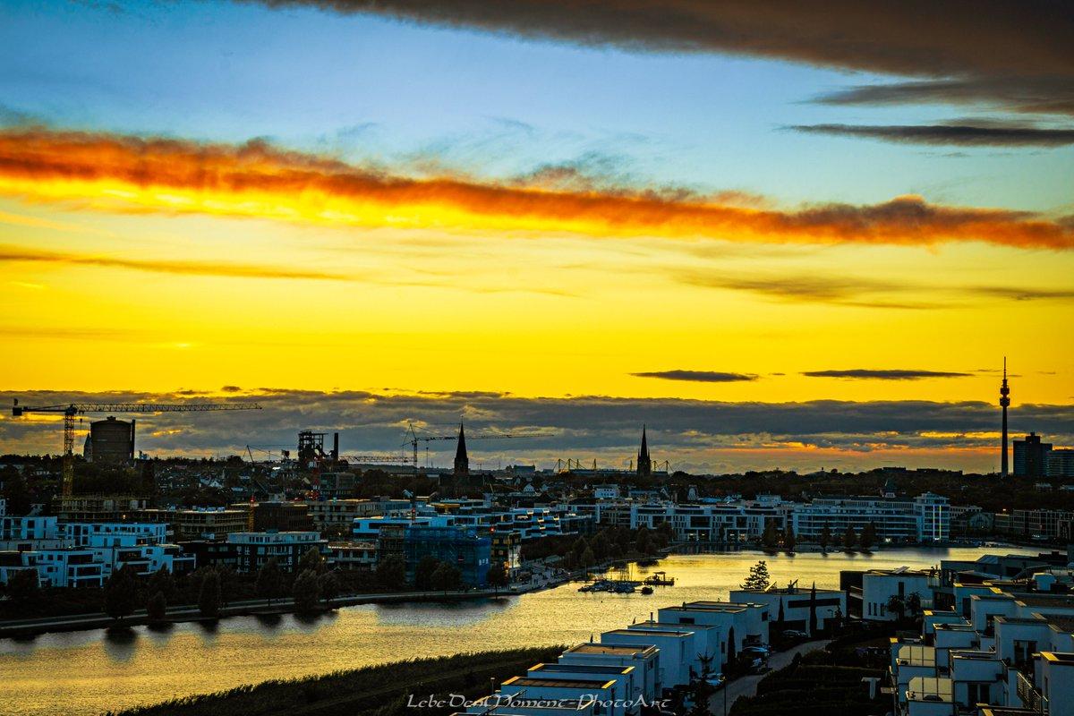 Euch allen einen schönen Abend. - - - #dortmund #nrw #ruhrgebiet #ruhrpott #phönixsee #skyline #goldenhour #goldenestunde #sunset #sonnenuntergang #wirsindderwesten https://t.co/TjS6JDXlsX