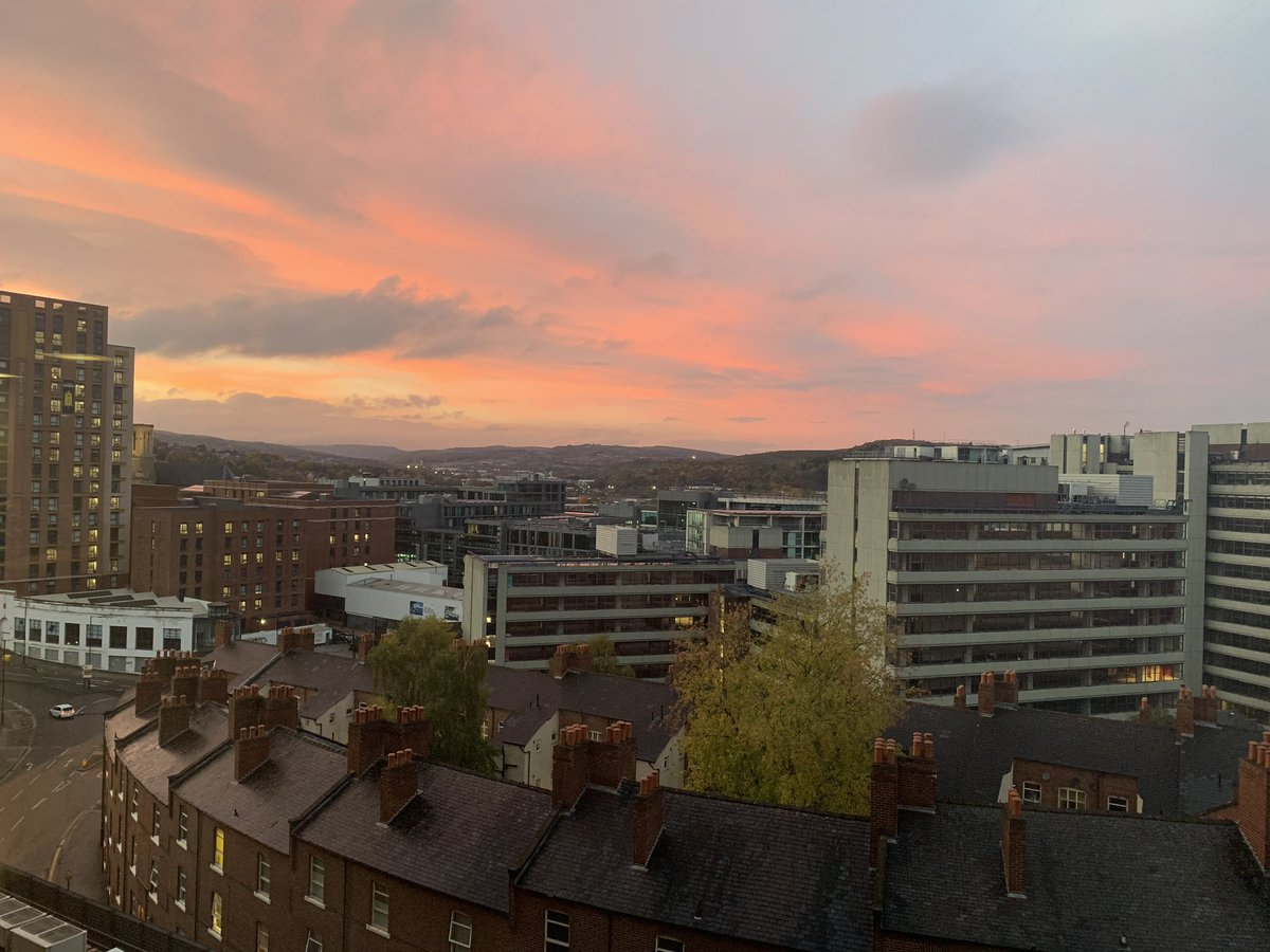 The sun sets over Sheffield after one of the busiest news days in a while. Great to be working alongside dedicated journalists @LutheBlue @DanielleAndrew8 @GeorgeTorr_ & @1MollyWilliams who have all put in the hours & produced some excellent pieces on the Tier 3 restrictions 📰
