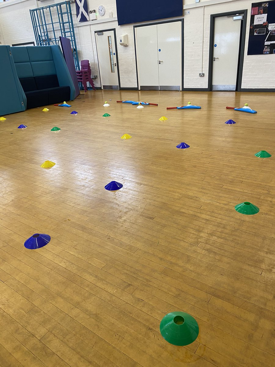 The children have loved their cricket sessions with @BerksCricketFdn - thank you very much Verity. We hope to see you again soon! 🏏