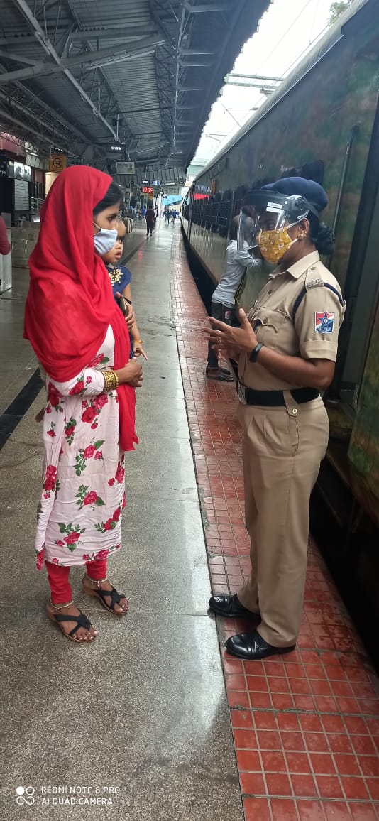 With advent of festive season and movement of rail commuters Railway Protection Force are ensuring the security of women passengers. @rpfswrsbc under #OperationSaheli extended to 10 trains for safety of women passengers.  #India #indianrailway #Karnataka #Unite2FightCorona https://t.co/zr5VT4boez