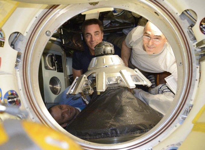 Вагнер, Кэсседи, Иванишин - экипаж Союз МС 16, фото Кудь-Сверчкова.