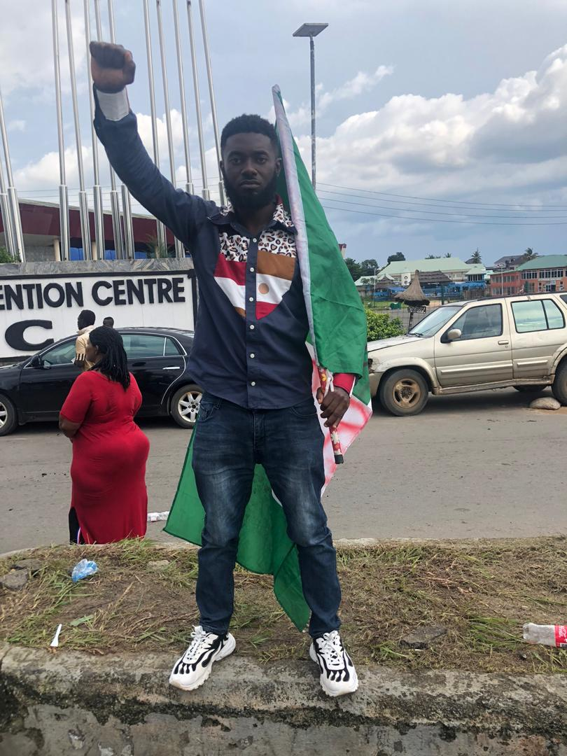 What kind of Government shoot her Citizens who were protesting peacefully, holding the National Flag and singing the National Anthem. This is worst than Corona Virus 20/10/2020  #EndBadGovernance #EndSarsNow  #BlackTuesday  #LekkiMassacre #BuhariResign https://t.co/v0kbgTXGdM
