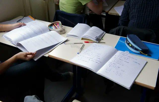 Haute-Garonne: Une lycéenne de 16 ans mis en examen après un violent désaccord avec une enseignante sur le contenu d'un cours https://t.co/01aUhRXQbK via @20minutes https://t.co/xOh6egEwpR