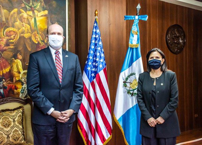 test Twitter Media - La CC informa que la magistrada presidente, Gloria Porras, recibió en las instalaciones de esa Corte a William Popp, Embajador de los Estados Unidos en Guatemala.Foto CC https://t.co/gJFNLZ3O4V