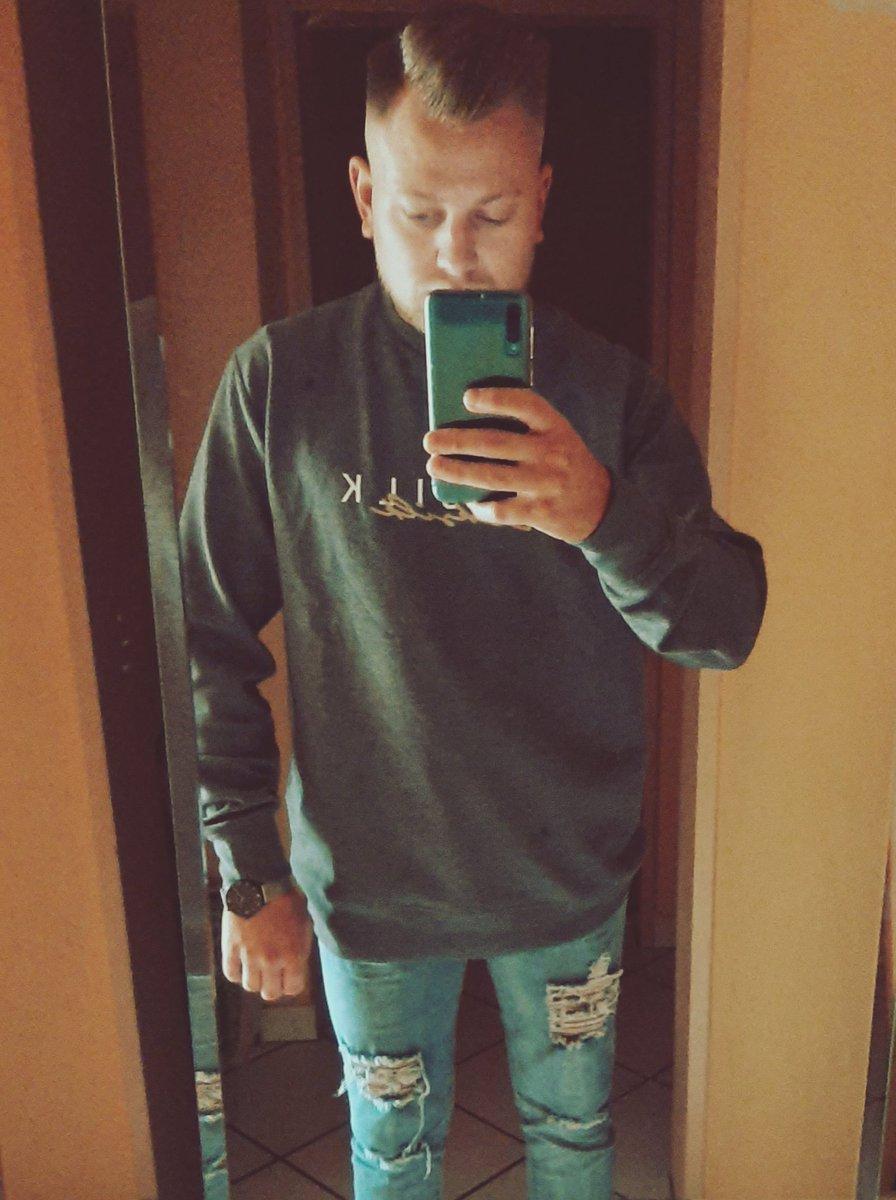 Fresh🧍♂️🤳 #fresh #style #germany #selfie #hairstyle #siksilk #lifestyle #life #wednesday #cool #bestoftheday #blackandwhite #today #germany #week #justus_brown #samsung https://t.co/61E4nMNZBM