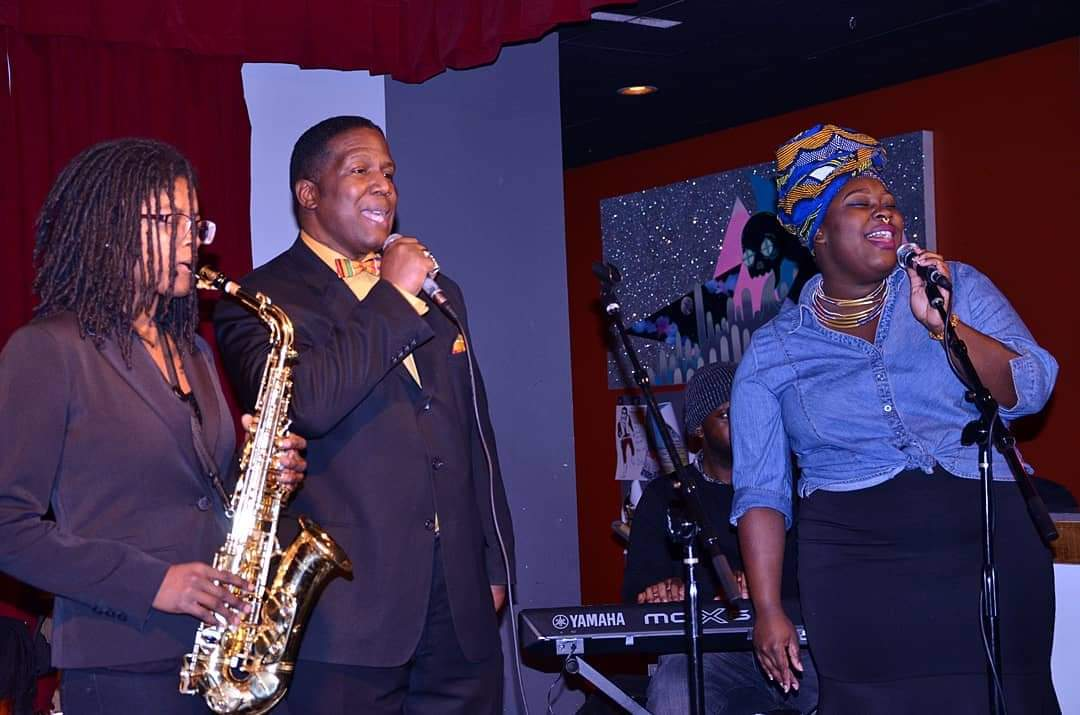 Happy 28th Birth Anniversary to #jazz #saxophonist... @RayWinder who's with #poet #AquilMizan & #vocalist @Amorous_Ebony at #TheReasoning @thewindupspace Photo courtesy of #JodyMaysPhotography . https://t.co/cezNz2P5M3  #spokenword #poetry #jazz #saxophone #vocals #poet #sax https://t.co/pwRKjuPv3O