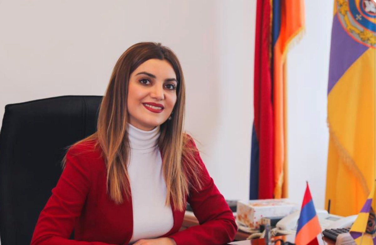 Diana Gasparyan, Etchmiadzin city mayor and the only female mayor in Armenia, announced that she is voluntarily joining the army. #Karabakh https://t.co/jNFSeFCt2N