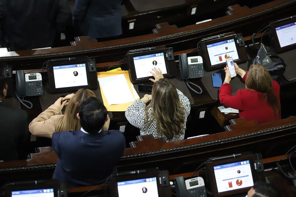 test Twitter Media - En estos momentos se entra a votar por el Acuerdo que deja en firme la elección de la Junta Directiva del Congreso, presidida nuevamente por Allan Rodríguez. https://t.co/zYhDjPeEWm