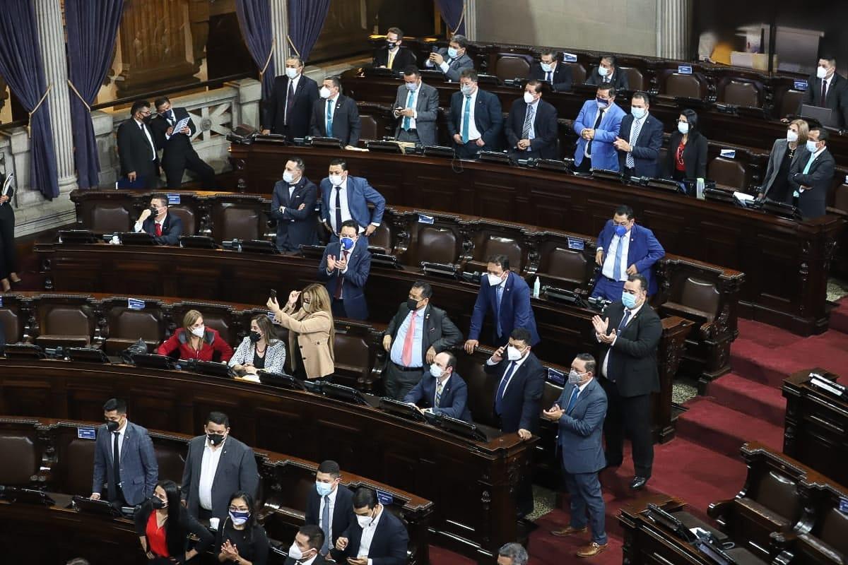 test Twitter Media - El presidente del Congreso Allan Rodríguez da a conocer a la nueva directiva del Legislativo, mientras lee los nombres los diputados aplauden y ovacionan a los nuevos directivos.Foto: Congreso https://t.co/cv2YZQNa9Y
