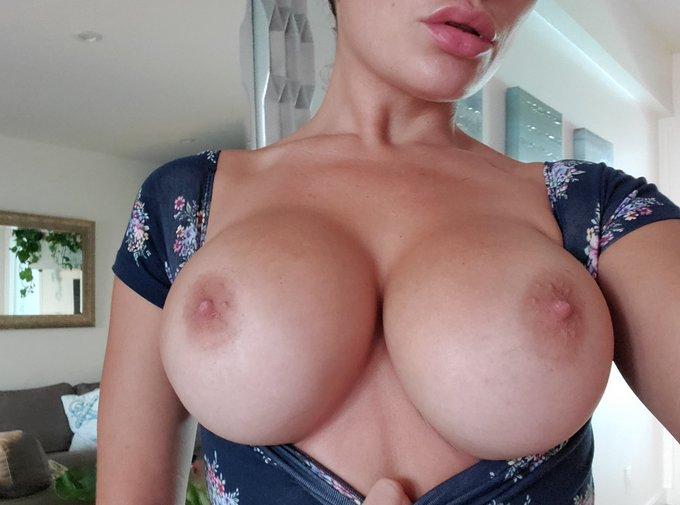 Just a reminder that u wanna cum on my tits https://t.co/RTnm0Z4GWz