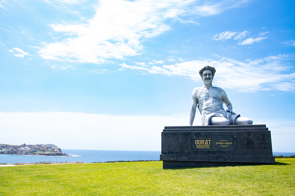 Borat didn't get the memo that Sculpture by the Sea, Bondi was postponed this year, delivering by helicopter a 6m sculpture of himself to Marks Park, on what would have been our opening day if COVID hadn't happened. 'Borat Subsequent Moviefilm' on Amazon Prime Video 23 October. https://t.co/5hHx2v5CW6